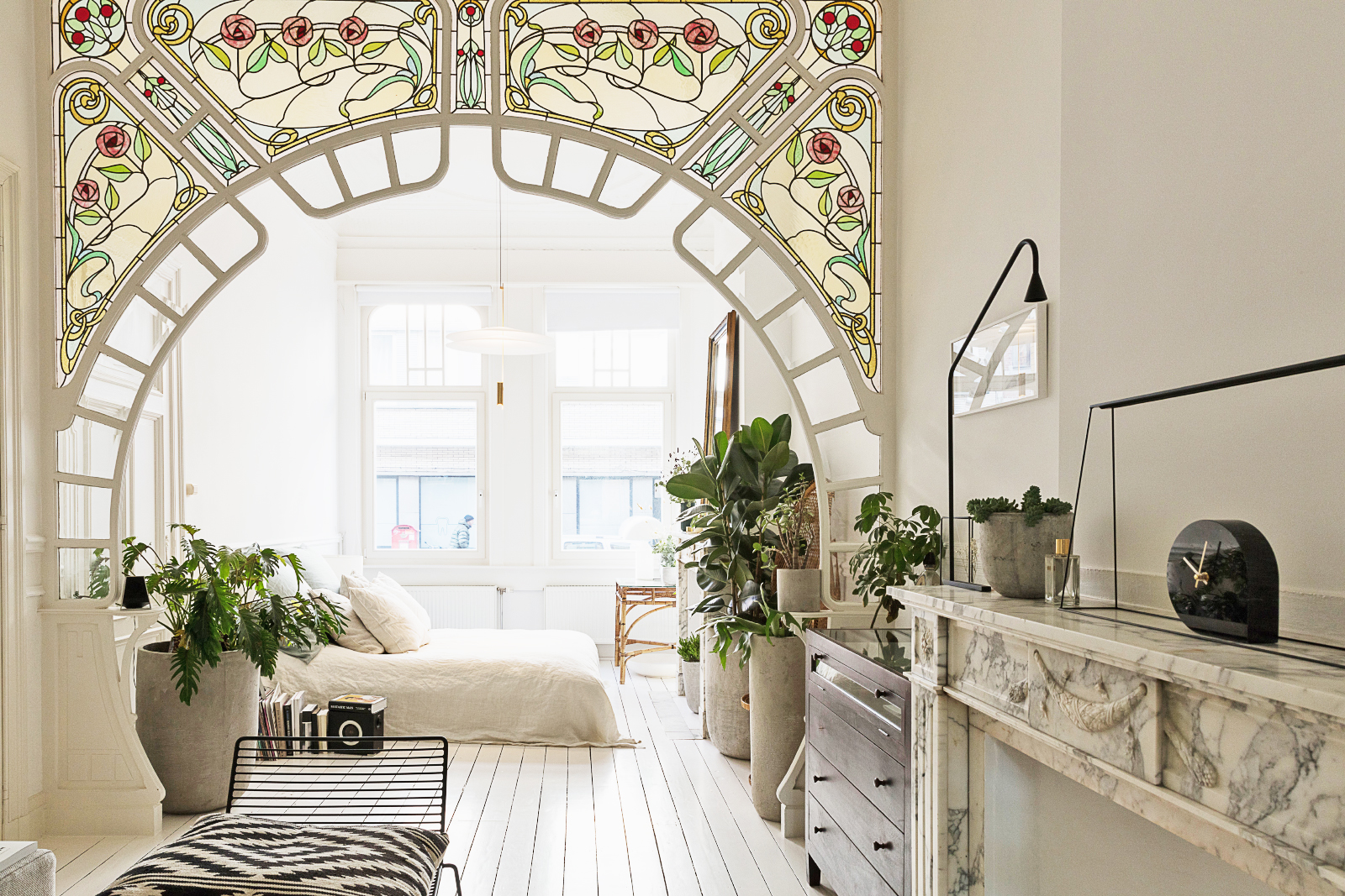 House Tour. A Nouveau Bohemian Apartment All In White